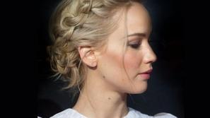 تسريحات شعر بسيطة بالضفائر لإطلالة صيفية ناعمة