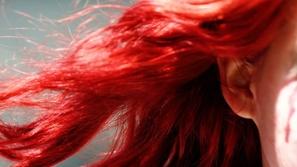 اصبغي شعرك بالأحمر في عيد الحب بطرق طبيعية