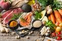 تناول طعام صحي غني بالفيتامينات المذكورة