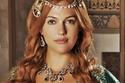"""نجمة الدراما التركية مريم أوزرلي الشهيرة بـ """"هويام"""" في المسلسل الأشهر"""