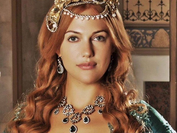 نجمة الدراما التركية مريم أوزرلي الشهيرة بـ