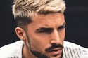 صبغات شعر رجال باللون الأشقر البلاتيني في أعلى الرأس