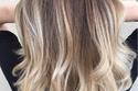 صبغات أطراف الشعر الشقراء على لون الشعر البني الطبيعي