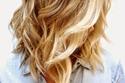 تسريحة شعر أومبير خفيفة لشعر متوسط