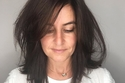 قصات شعر متوسط الطول - شعر ناعم مع طول الأكتاف وغرة عريضة