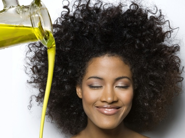 في يوم الشعر المجعد: إليكِ خطوات العناية به وخلطات طبيعية لترطيبه