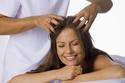 التدليك بزيت الزيتون مفيد جداً لتأخير ظهور الشعر الأبيض