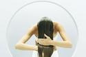 عمل خلطات للشعر وروتين يومي من أهم الأسباب التي تحميه من التساقط