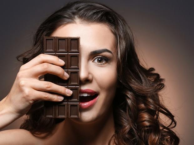 فوائد الشوكولاتة الداكنة للشعر