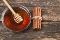 خلطة القرفة والعسل لتفتيح الشعر