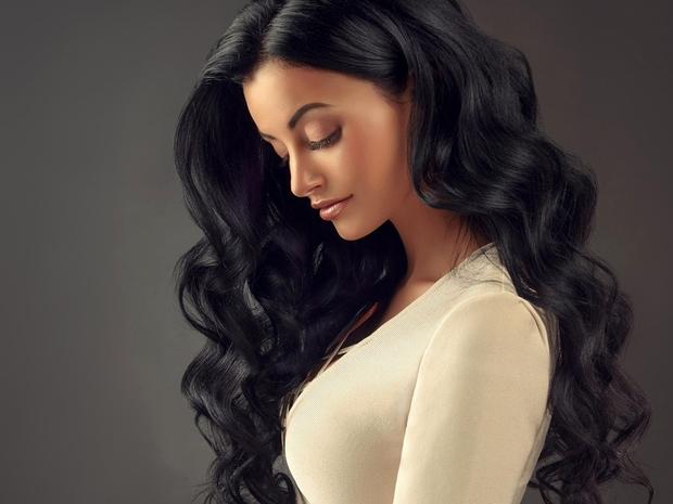 تألقي بأجمل تسريحات الشعر الأسود الطويل