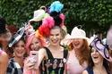 إليكِ أبرز إطلالات القبعات النسائية في سباق رويال أسكوت