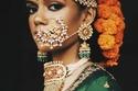 تسريحات هندية رفع مُزينة بالورود والاكسسوارت
