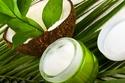حليب جوز الهند يحتوي على الأحماض والدهون المغذية للشعر والبشرة