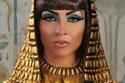 دوللي شاهين في تسريحة  فرعونية