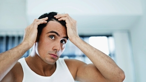خاص تاجُكِ للرجل: قصات شعر تناسب حر الصيف والصلع الوراثي وعلاج القشرة!