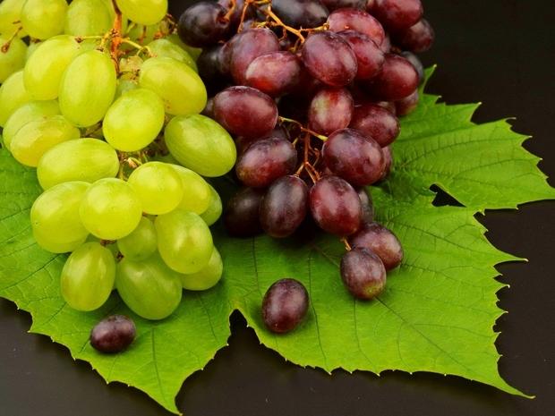 فوائد العنب للشعر والبشرة