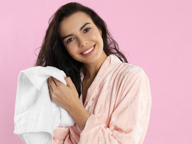 نصائح للتخلص من تجعد الشعر بعد الاستحمام