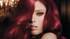خطوات صبغ الشعر بالقرمز
