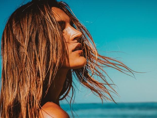 أسباب هيشان الشعر في الصيف؟