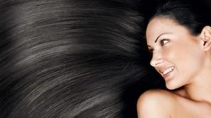 استخدمي زيت النارجيل لجمال شعرك