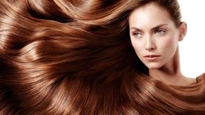 كيفية فرد الشعر بالطرق الطبيعية