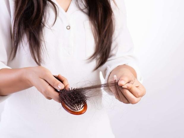 هل لقاح كورونا يسبب تساقط الشعر؟